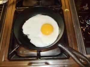 fried-eggs-in-pan-011